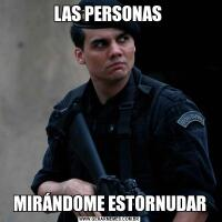 LAS PERSONAS MIRÁNDOME ESTORNUDAR