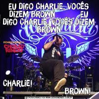 Eu digo Charlie, vocês dizem Brown           Eu digo Charlie, vocês dizem BrownCharlie!                                                     Brown!