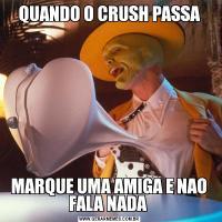 QUANDO O CRUSH PASSA MARQUE UMA AMIGA E NAO  FALA NADA