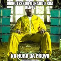 O PROFESSOR OLHANDO PRA GENTENA HORA DA PROVA