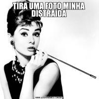 TIRA UMA FOTO MINHA DISTRAÍDA