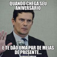 QUANDO CHEGA SEU ANIVERSÁRIOE TE DÃO UMA PAR DE MEIAS DE PRESENTE...